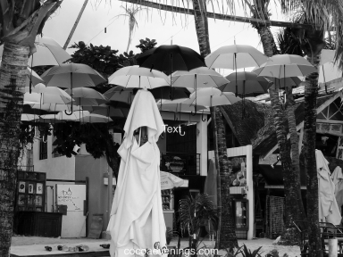white-figure-under-umbrellas-DSC01340