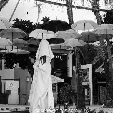 white-figure-under-umbrellas-DSC01340
