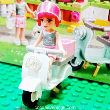 lego-friends-mia-scooter-IMG-4509