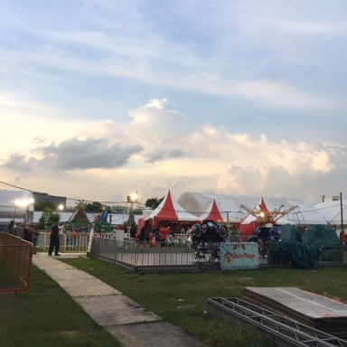 carnival-singapore-cumulus-cloud-red-white-path-evening-lowlight-photography